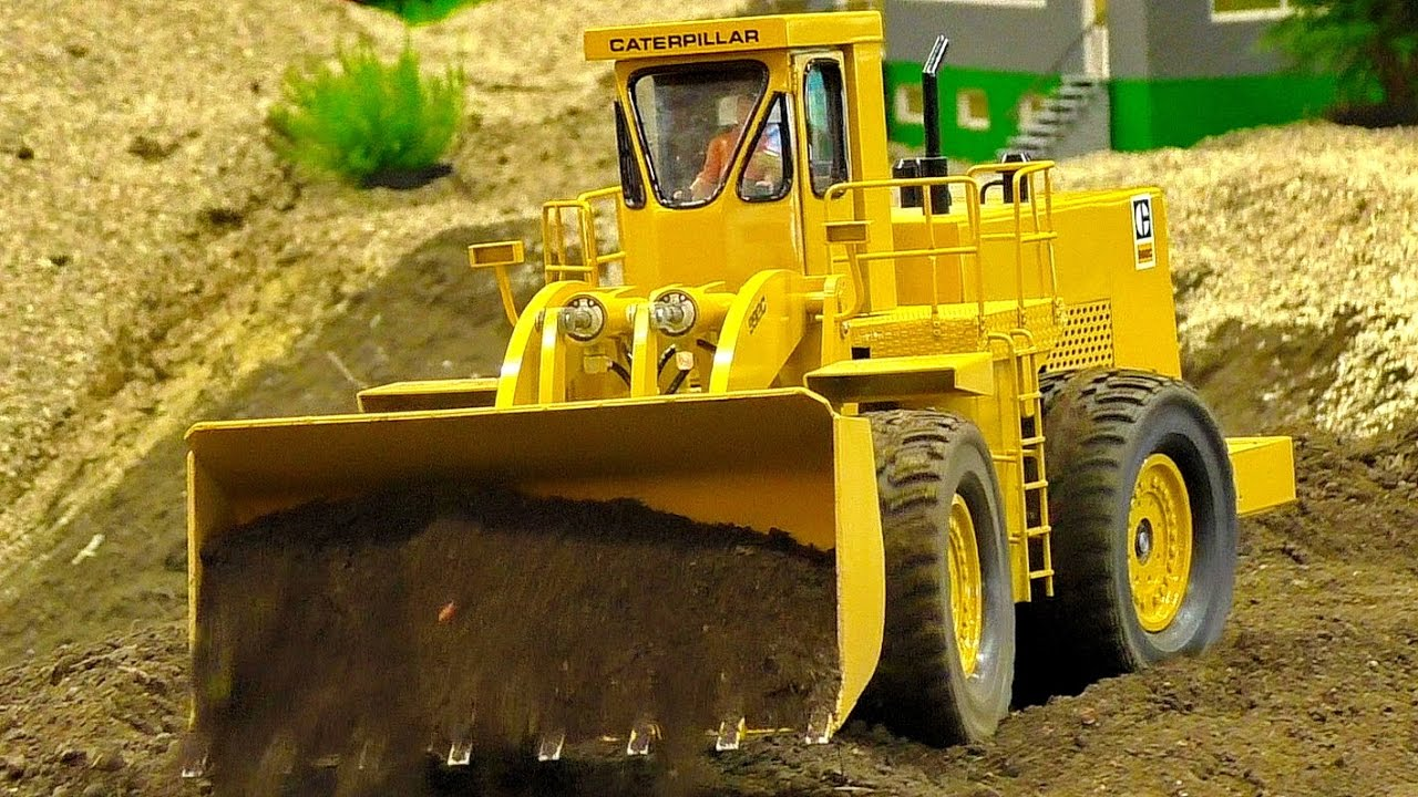 RC MODEL DOZER CATERPILLAR CAT-992C AT WORK IN SCALE 1/10 AMAZING RC MODEL MACHINE IN MOTION