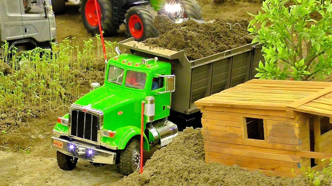 RC MODEL TRUCKS IN SCALE 1:16 AT THE HARD WORK ON THE RC CONSTRUCTION SITE