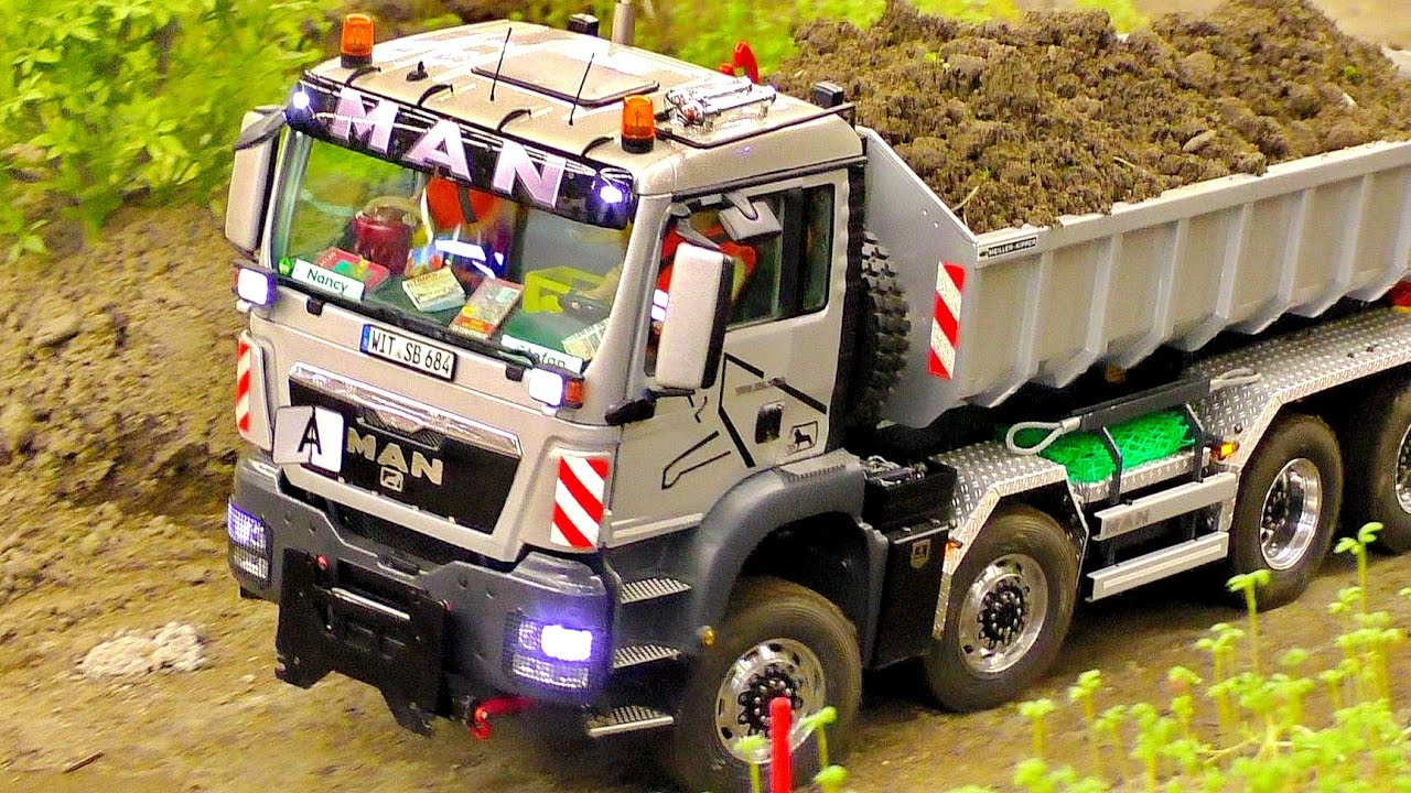 "FANTASTIC RC MODEL TRUCK ""MAN"" IN SCALE 1:16 AT THE HARD WORK ON THE RC CONSTRUCTION SITE"