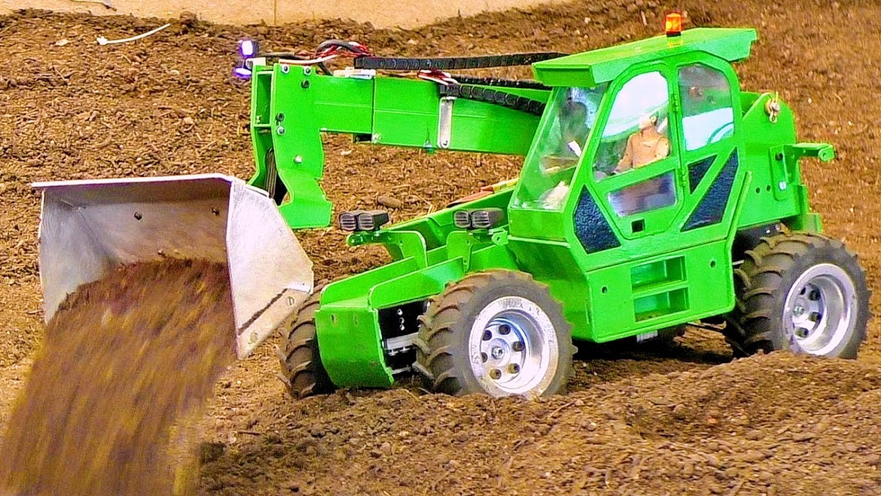 RC MODEL DOZER AT WORK IN SCALE 1/16 AMAZING RC MODEL MACHINE IN MOTION