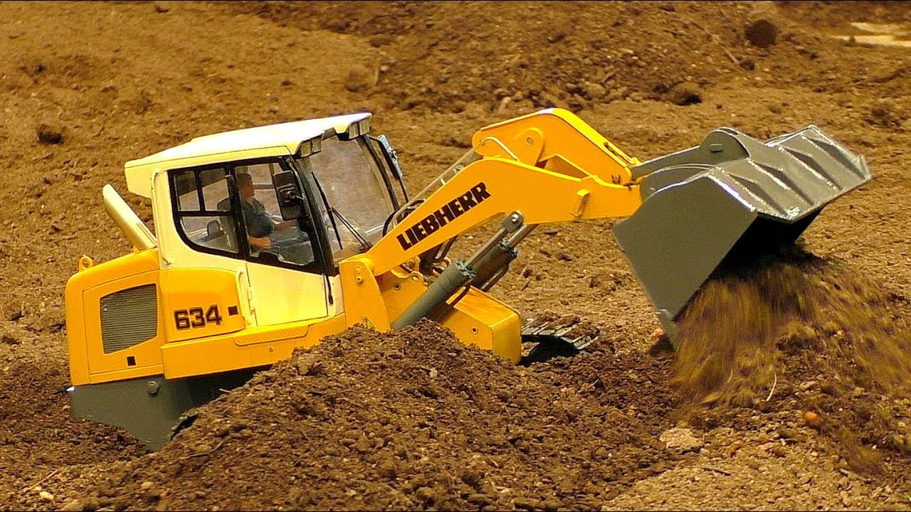 RC MODEL DOZER LIEBHERR 634 AT WORK IN SCALE 1/16 AMAZING RC MODEL MACHINE IN MOTION