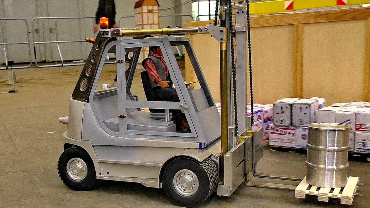 RC MODEL FORKLIFT AT WORK IN SCALE 1:8 AWESOME DETAIL MODEL IN MOTION