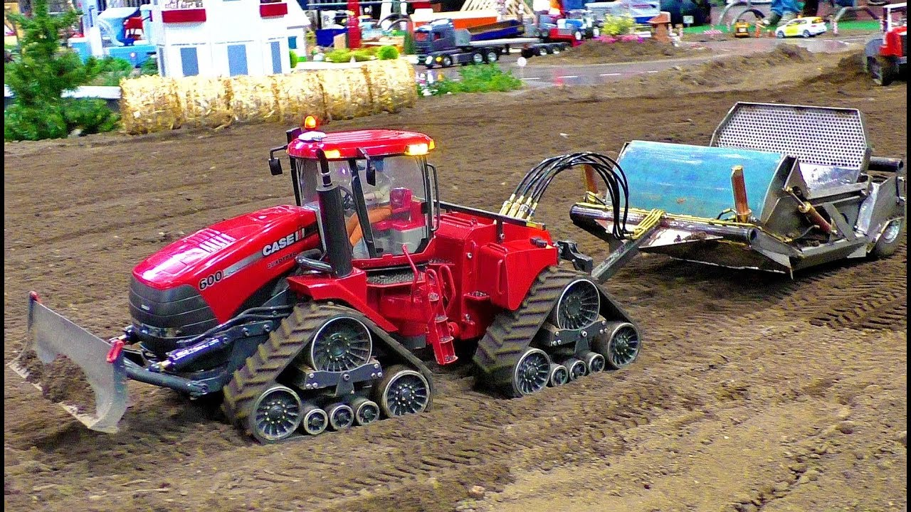 RC TRACTOR ACTION CHASE QUADTRUC IH AMAZINGLY DETAILED MODEL MACHINE IN MOTION