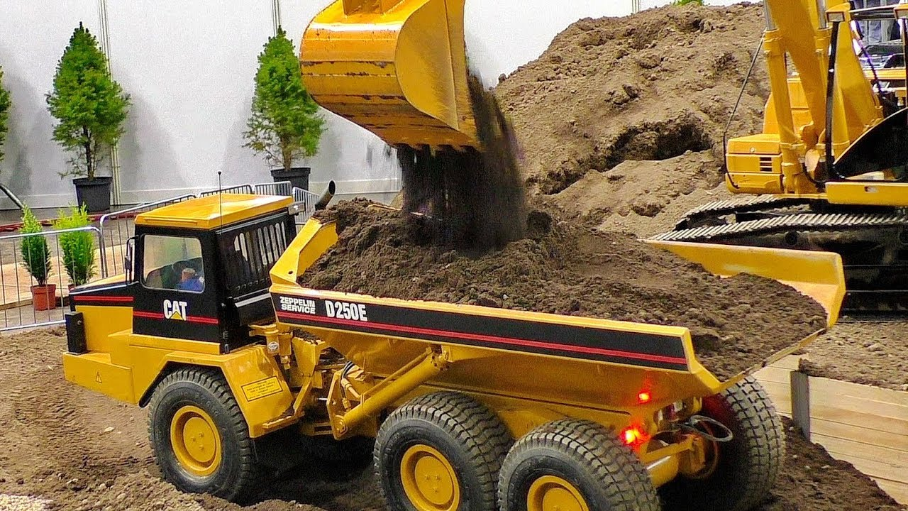 RC CONSTRUCTION SITE IN SCALE 1:8 AMAZINGLY DETAILED MODEL MACHINES IN MOTION