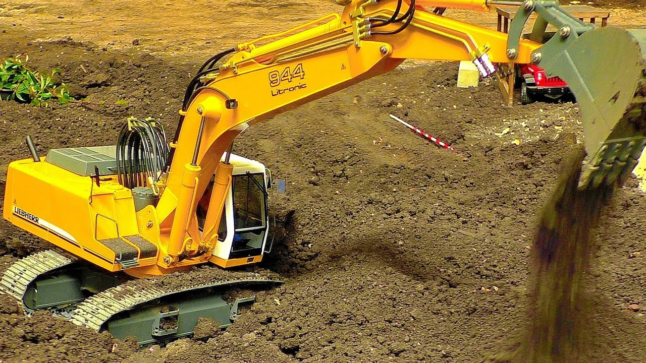 AWESOME RC MACHINE EXCAVATOR LIEBHERR 944 LITRONIC AT THE HARD WORK