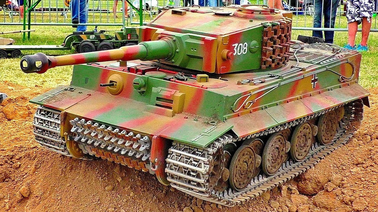 BIG RC SCALE MODEL TIGER TANK IN MOTION AMAZING MILITARY MACHINE IN ACTION