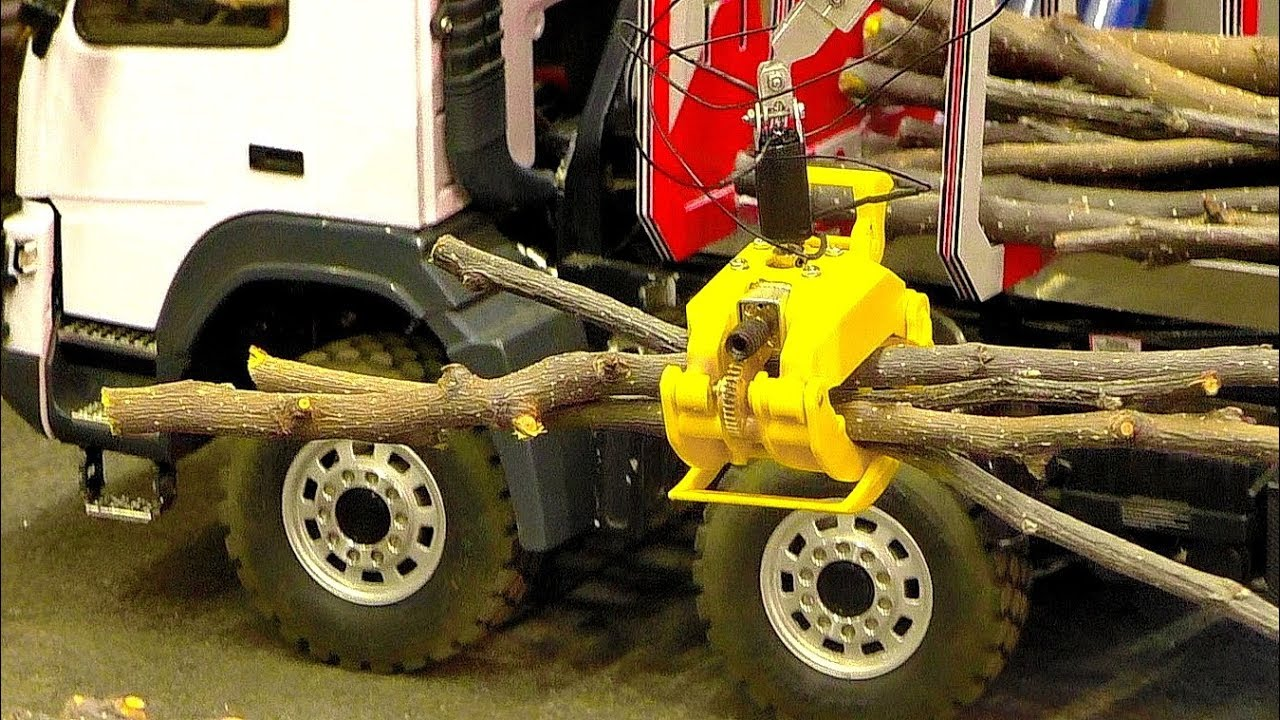 RC CRANE GRIPPER AT WORK MODEL TRUCK IN MOTION