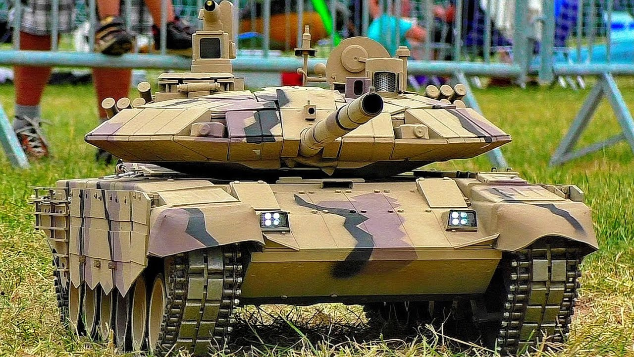 RC MODEL TANK COLLECTION SCALE MODELS MILITARY VEHICLES IN MOTION OUTDOOR ARMY