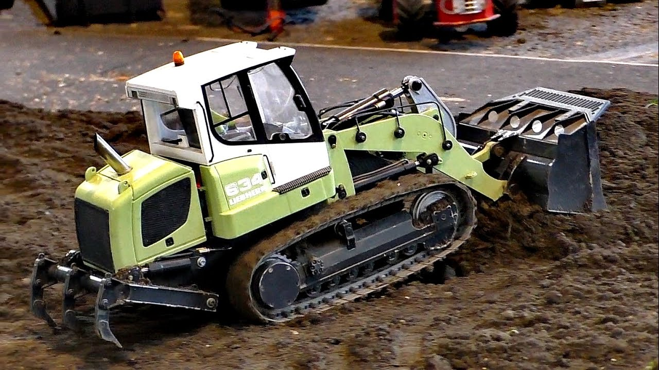 RC MODEL DOZER LIEBHERR 634 AT WORK ON THE RC CONSTRUCTION SITE / Фасзинация Моделлбау 2016