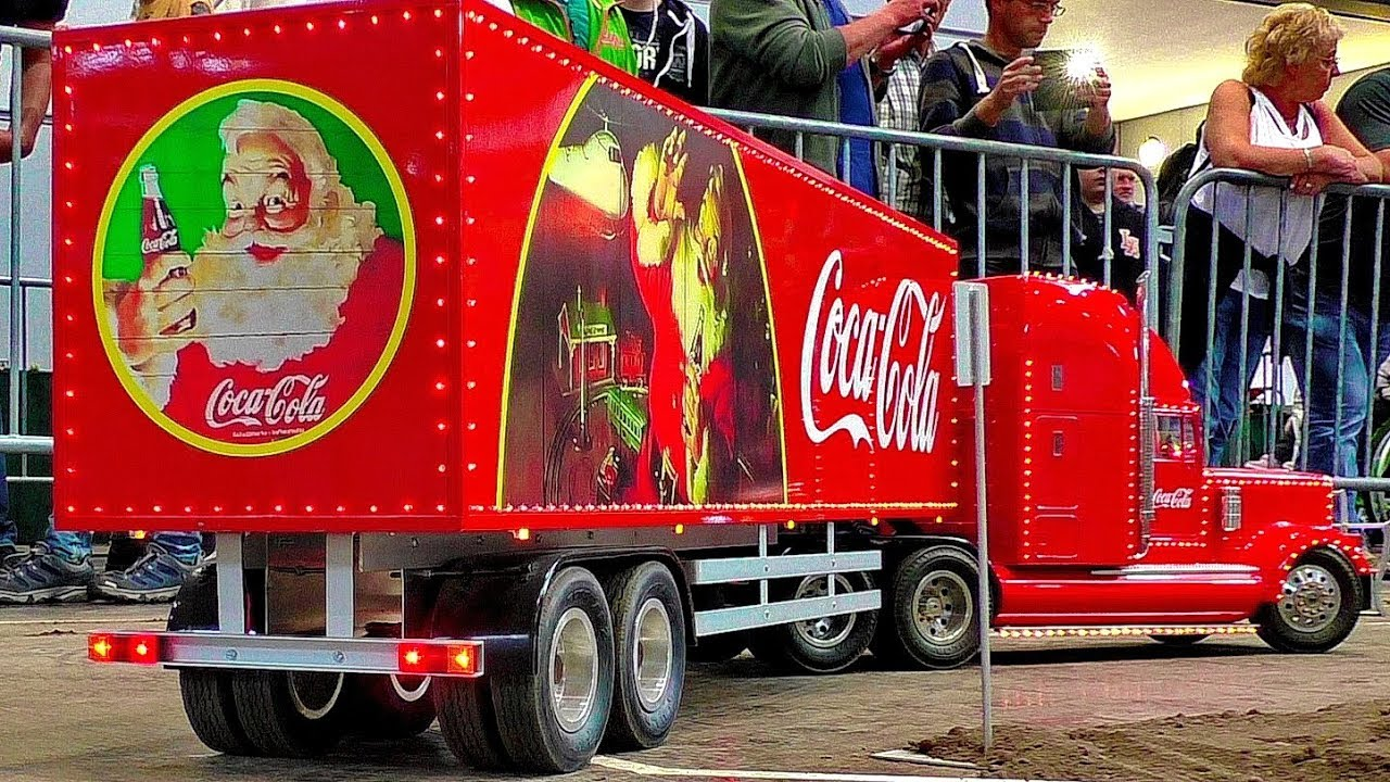 Enorme 1:8 SCALE MODEL COCA COLA TRUCK IN MOTION ON A FANTASTIC PARCOUR