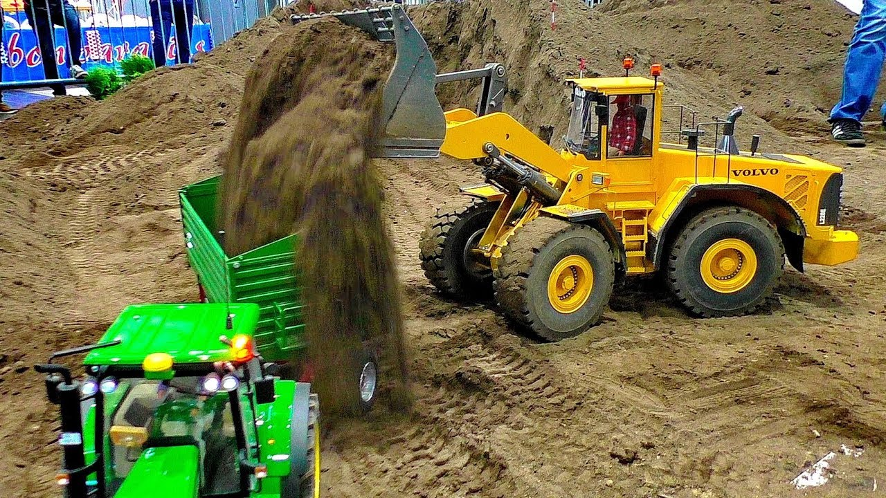 RC MODEL GIGANTEN CONSTRUCTION MACHINES IN SCALE 1:8 WORKING HARD AT THE RC CONSTRUCTION SITE