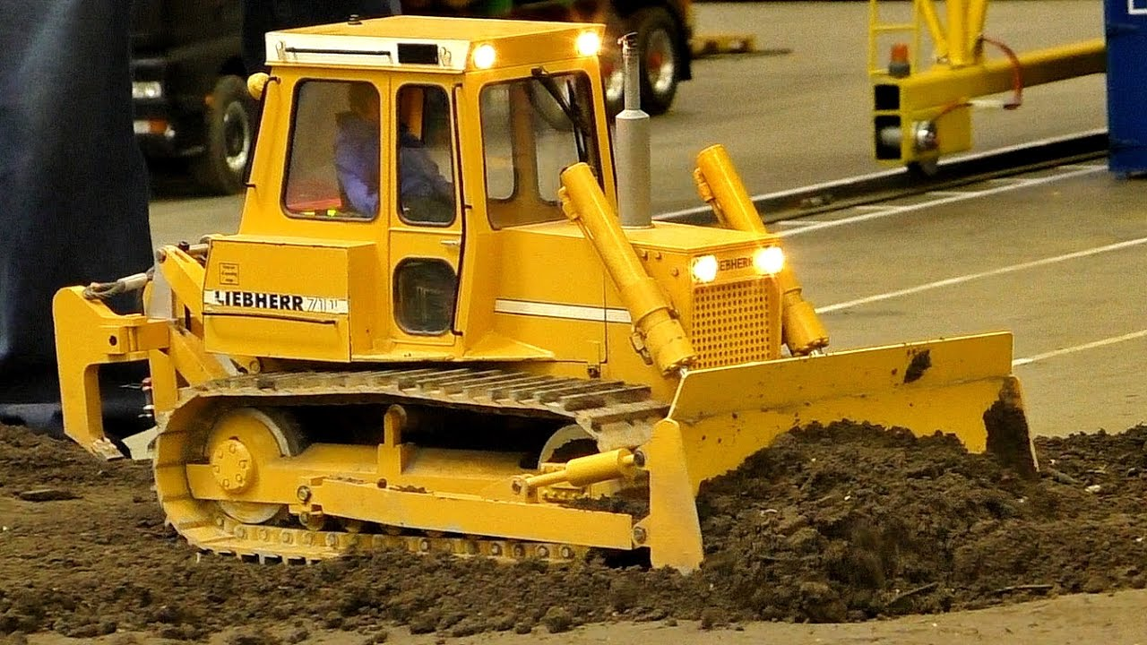 XXXL RC MODEL LOADER DOZER LIEBHERR 711 IN SCALE 1:8 / Intermodellbau Dortmund 2016