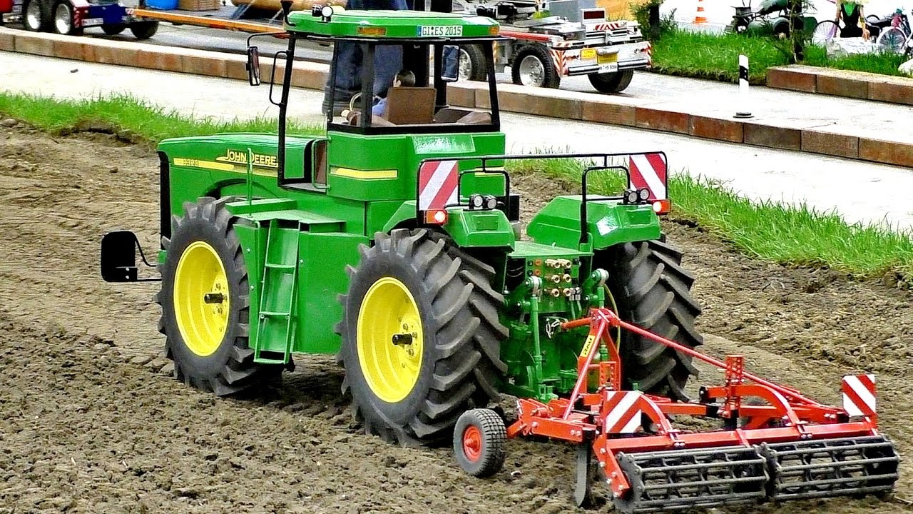 XXXL RC SCALE 1:16 MODEL TRACTOR JOHN DEERE 9320 AT WORK / Intermodellbau Dortmund 2016