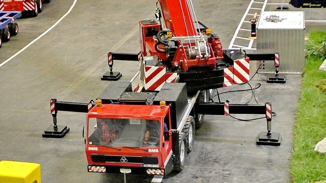 HUGE RC 100KG SCALE 1:8 MODEL CRANE TRUCK AMAZING / Intermodellbau Dortmund 2016