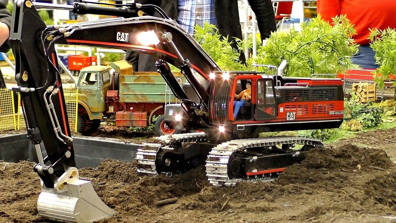 RC MODEL EXCAVATOR CATERPILLAR CAT 385C IN SCALE 1:14 PRESENTATION / Intermodellbau Dortmund 2016