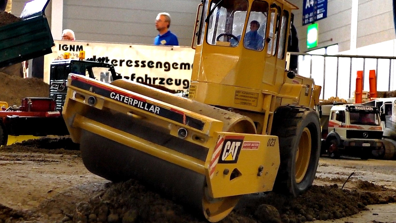 RC MODEL CATERPILLAR CS-653 SINGLE DRUM COMPACTOR / Faszination Modellbau 2016