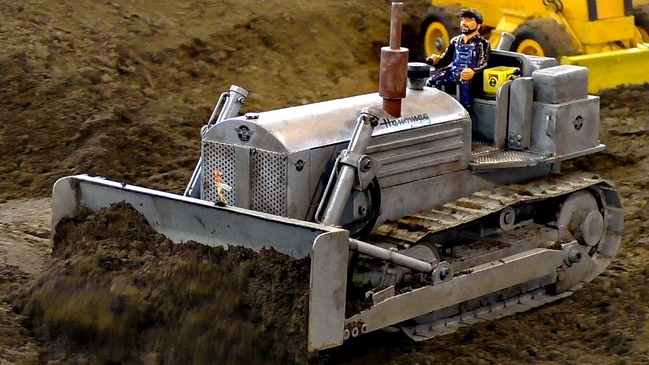 RC MODEL DOZER ANTIK OLDTIMER HANOMAG AT WORK / Faszination Modellbau 2016