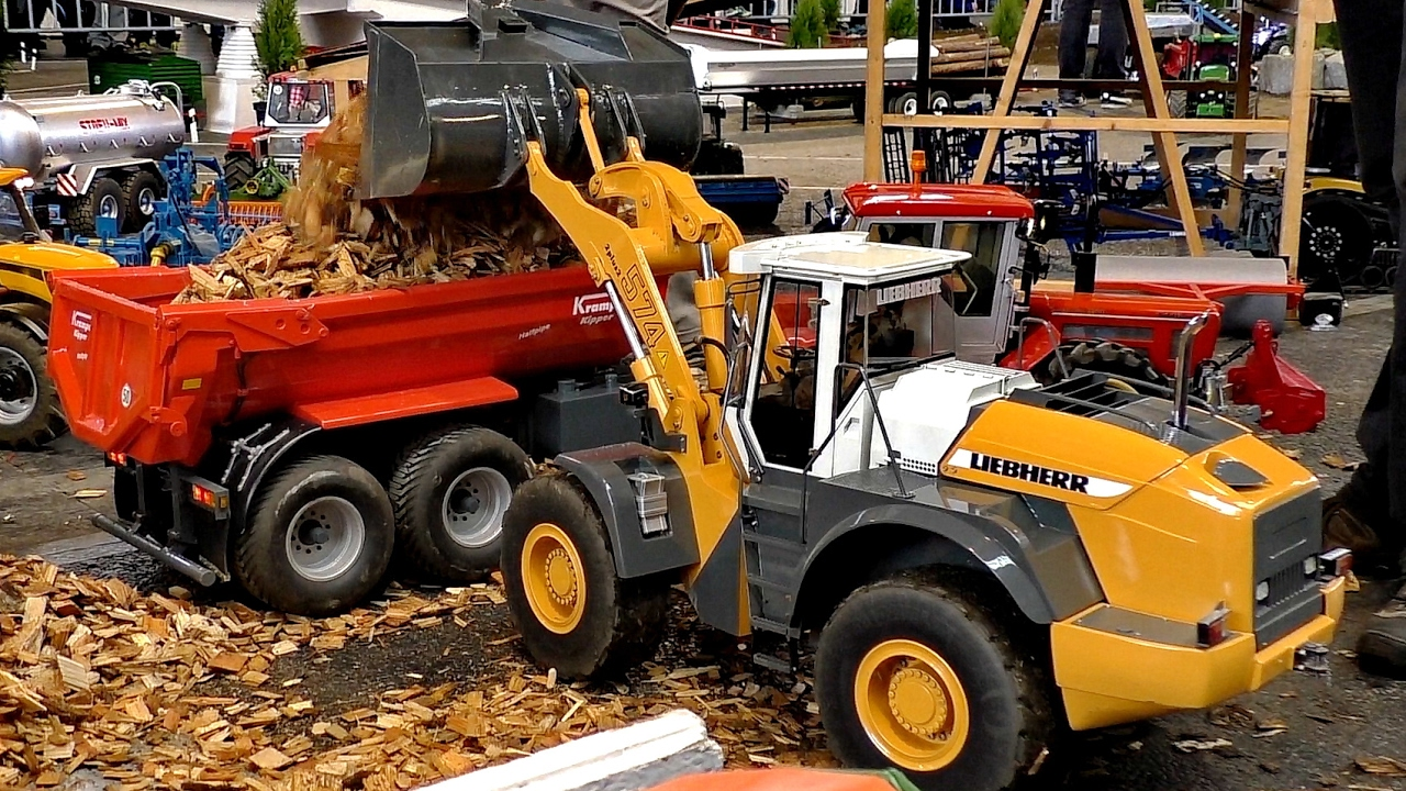 RC WHEEL LOADER LIEBHERR L574 MODEL CONSTRUCTION MACHINE AT WORK / Faszination Modellbau 2016