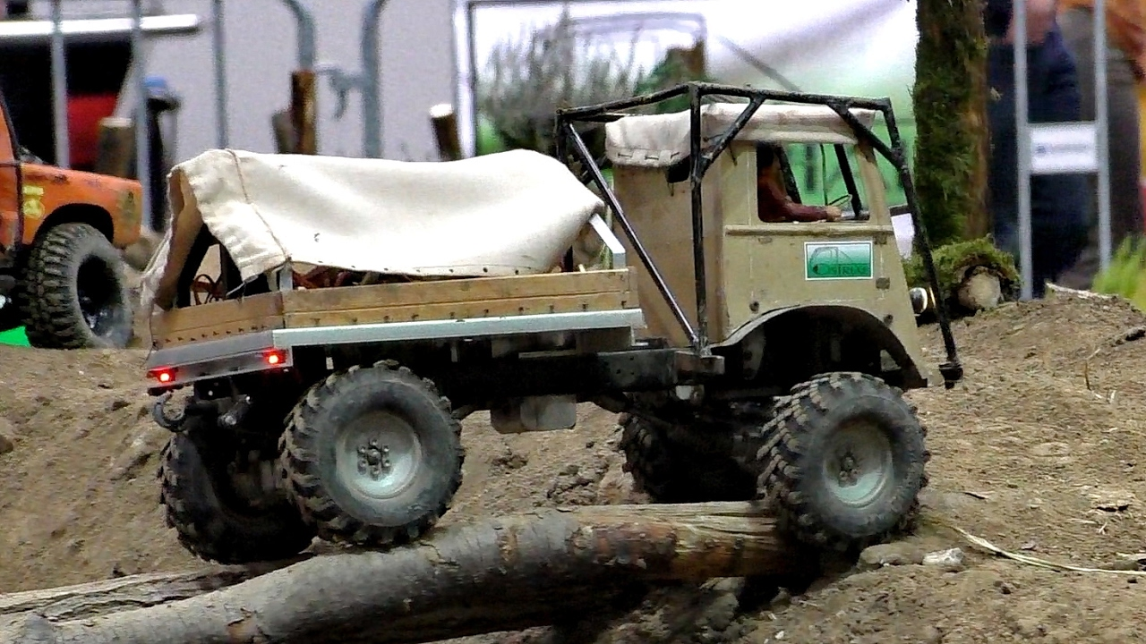 RC 4X4 OFFROAD JEEP INDOOR ACTION / Modell-Hobby-Spiel Fair Leipzig Germany 2016