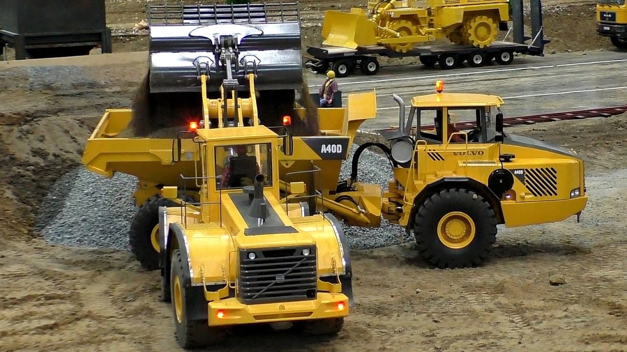 RC CONSTRUCTION SITE IN SCALE 1:8 AMAZING RC MACHINES AT WORK / Fair Leipzig Germany 2016