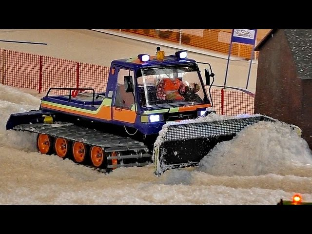 RC WINTER ACTION RC PISTENBULLY AT THE HARD WORK / Faszination Modellbau 2016
