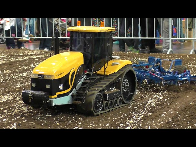 RC TRACTOR ACTION MT-875B CHALLENGER IN SCALE 1:8 AMAZINGLY DETAILED MODEL MACHINES IN MOTION