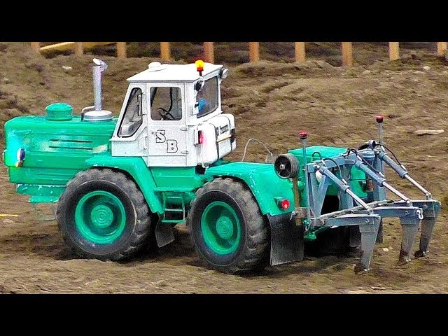 RC TRACTOR ACTION  RUSSIAN CHARKOW T-150K MODEL AT WORK AMAZINGLY DETAILED MODEL MACHINES IN MOTION