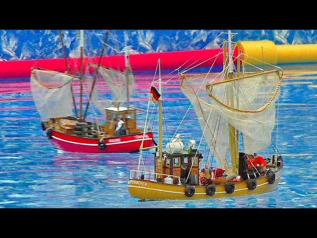 GREAT RC MODEL SHIP COLLECTION ALL MODELS IN MOTION ON THE POOL