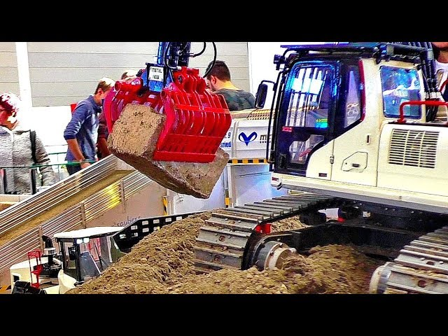 AMAZING RC EXCAVATOR POWERFUL MODEL MACHINE AT HARD WORK