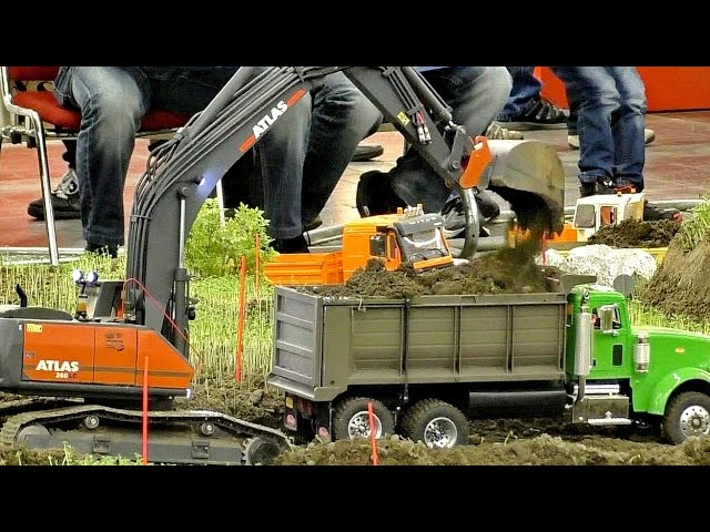 RC CONSTRUCTION SITE WITH INCREDIBLE CONSTRUCTION MACHINES / Intermodellbau Dortmund 2016