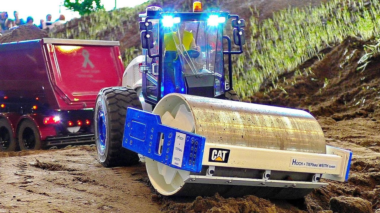 WOW !!! AMAZING !!! RC CATERPILLAR CAT ROLLER AT HARD WORK ON THE RC CONSTRUCTION SITE