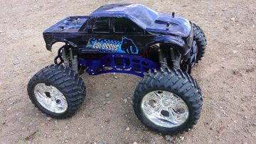 RC ADVENTURES – SUPERMAN RAMP – CEN GSTE Colossus 4×4 Monster Truck takes flight