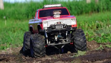 AVENTURAS RC – Modern Backyard MUD Bog – Three 4×4 Scale Trail Trucks in a Mud Bath – 1/10 Escala