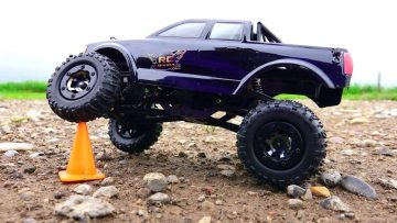 RC ADVENTURES – LiTTLE GiANT – 1/24th Scale Losi Micro Trail Trekker 4×4 Truck on the trail