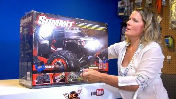 AVVENTURE RC – Jem unboxes her Traxxas Summit 4×4, Electric Radio Control Truck!