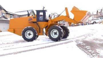 AVENTURES RC – 500lb RC Wheel Loader clearing Snow- First Practice