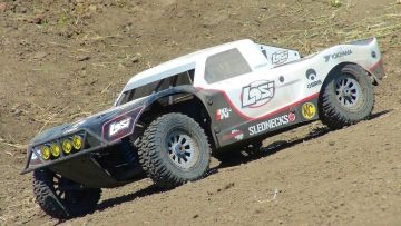 RC ADVENTURES – 17.2Kg (38 Lbs!) Losi 5T 4×4 Gas 1/5th Scale Truck
