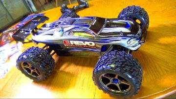 RC ADVENTURES – UNBOXiNG a 1/10th Scale 4WD Traxxas BL E-REVO RC TRUCK!