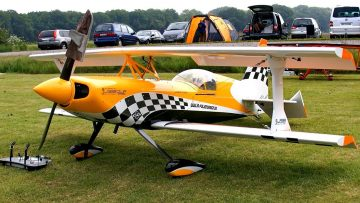 PITTS CHECKER ULTIMATE HUGE RC SCALE MODEL AIRPLANE DEMO FLIGHT / Pitts Meeting Vechta Germany 2016