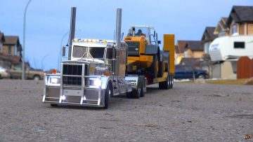 RC 冒险 – Chrome Semi Truck Hauling Loader