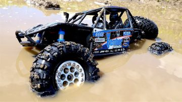 AVENTURES RC – Swimming in Chocolate Milk MUD – 1/10th Scale Electric 4×4 – Axial BOMBER