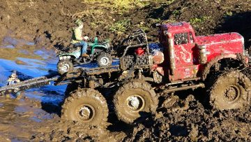 RC AVONTUREN – ATV gebruikt in Muddy Escape – 6×6 RC Truck gets Stuck
