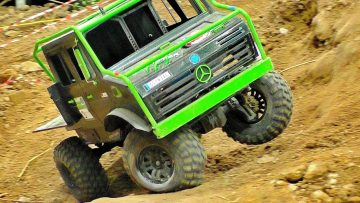 STUNNING RC OFF-ROAD TRUCK IN ACTION 4X4 4WD RC MODEL IN MOTION ON A FANTASTIC PARCOUR