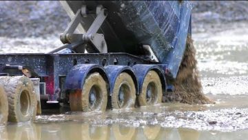 HEAVY TRUCK CRASH! BIG TRUCK STUCK AT THE MUD! AMAZING RC ACTION WITH COOL TRUCKS