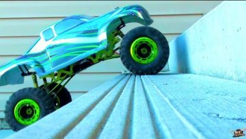 RC ADVENTURES – TRUCK CLiMBS STAiRS – 1/5th Scale RC Truck vs Concrete Porch (Electric)