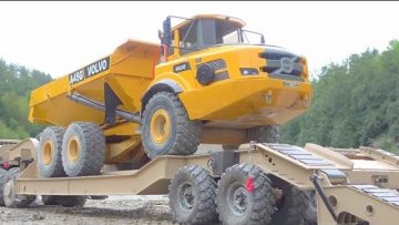 VOLVO A45G IN DANGER! BIGGEST RC CONSTRUCTION SITE! MAZ 537 WITH HYDRAULIC TRAILER