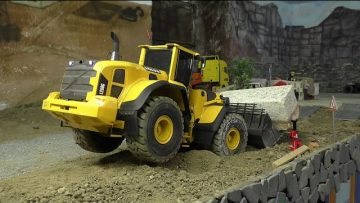 RC RADLADER, RC WHEEL LOADER  VOLVO LG 250, THE FIST 15 TONS BLOCK