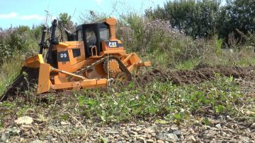 RC DOZER CAT D9  WORKS ON THE CONSTRUCTION, RC PLANIERRAUPE  D9