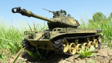 RC ADVENTURES – US M41 Walker Bulldog Airsoft Radio Controlled Battle Tank (Taigen)