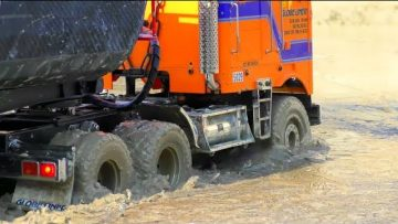 COOL RC TRUCK IN THE MUD AND SLUSH! PLUS GRAND CHANTIER DE CONSTRUCTION RC ET MODÈLES COOL! RC MODEL IN ACTION